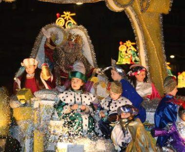 Carrozas De Reyes Magos Fotos.Doscientas Personas Diez Carrozas Y Seis Companias