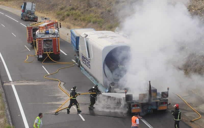 Arde Camión De La En Un 6 Vestas A I29YeHWED