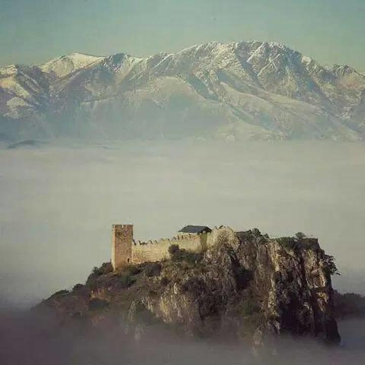 Patrimonio invierte 311.000 euros en la restauración de la casa colgante  del castillo de Cornatel